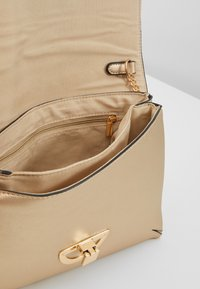 Dorothy Perkins - DOUBLE COMP HARDWARE - Clutch - gold - 4