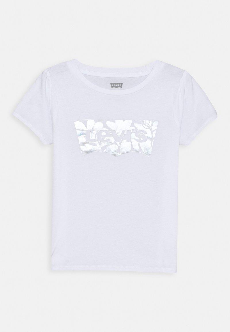 Levi's® - BABY TEE - T-shirt z nadrukiem - white