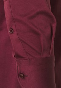 Tommy Hilfiger Tailored - SOLID SLIM SHIRT - Formal shirt - deep rouge/white - 3