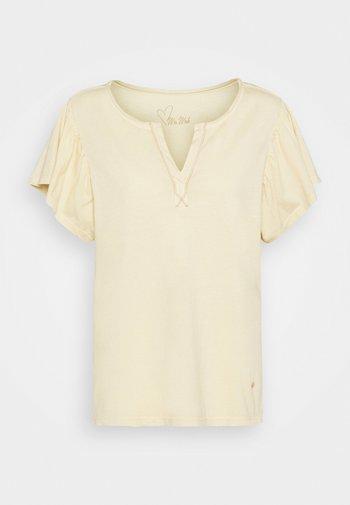 SHELLY FLOUNCE TEE - Print T-shirt - charmomile
