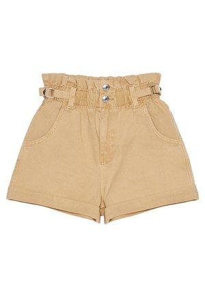 MIT STRETCHBUND UND GÜRTELSCHLAUFEN - Shorts di jeans - brown