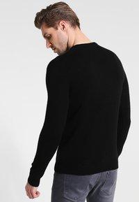 Farah - THE ROSECROFT CREW NECK  - Stickad tröja - black - 3