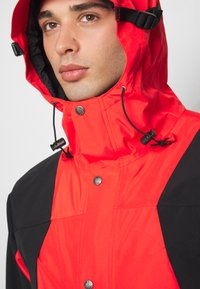 The North Face - RETRO MOUNTAIN FUTURE LIGHT JACKET - Regnjacka - fiery red - 5