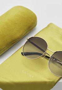 Gucci - Aurinkolasit - gold-coloured/grey - 2