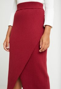 4th & Reckless Petite - MIA RECKLESS MIDI SKIRT WITH SPLIT - Jupe crayon - rust - 4