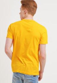 James Perse - CREW - T-shirts basic - yellow - 2