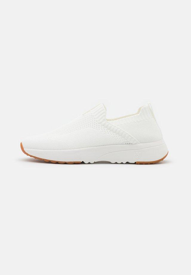 LOLETA  - Sneakers laag - white