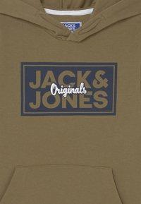 Jack & Jones Junior - JORTAPES HOOD JR - Hoodie - martini olive - 2