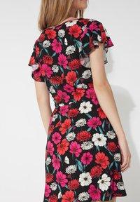 Tezenis - MIT VOLANTÄRMEL - Day dress - nero st.blossom pink - 1