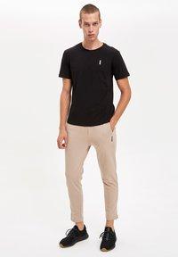 DeFacto Fit - Pantaloni sportivi - beige - 3