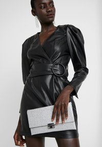 New Look - MIRRI GLITTER - Clutch - silver - 1