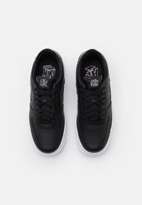 Nike Sportswear - AIR FORCE 1 PIXEL - Sneakers laag - black/white - 5