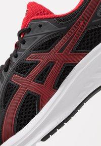 ASICS - JOLT 2 - Obuwie do biegania treningowe - black/classic red - 5