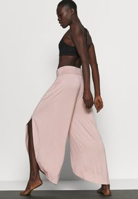 South Beach - WRAP SPLIT YOGA PANT - Tracksuit bottoms - adobe rose - 3
