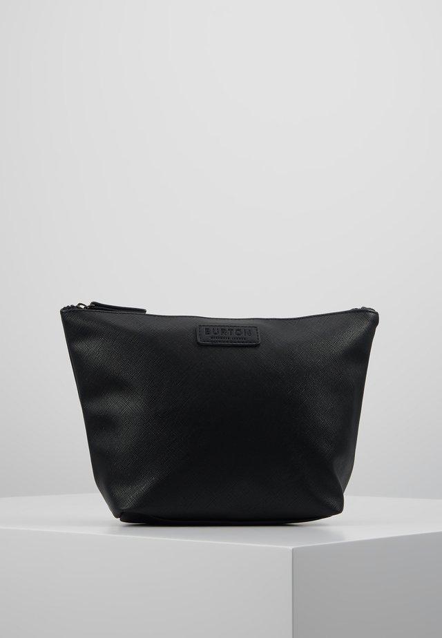 BLACK SAFFIANO WASHB - Kosmetická taška - black