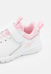 Reebok - RUSH RUNNER 4.0  - Zapatillas de running neutras - footwear white/pink glow - 5