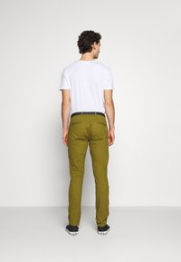 Scotch & Soda - STUART PEACHED WITH GIVE AWAY BELT - Chino - military green - 2