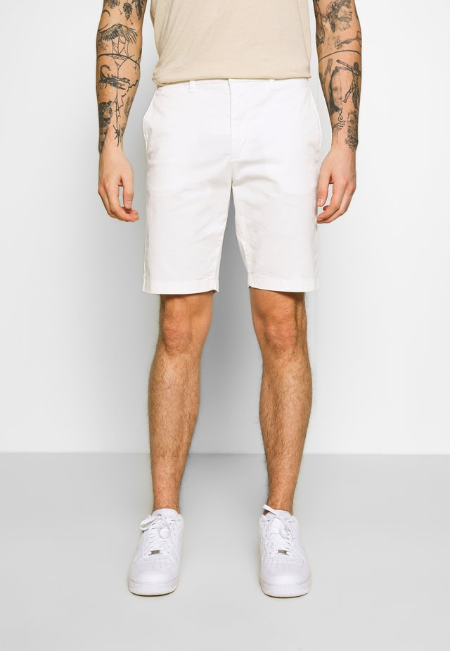 HAMPTON CHINO - Shorts - white