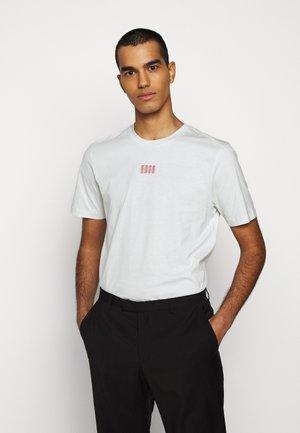 DURNED - Camiseta estampada - natural