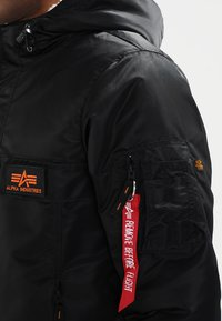Alpha Industries - ANORAK - Jas - black - 4