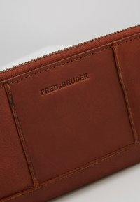 FREDsBRUDER - ZIPPY  - Wallet - whisky - 2