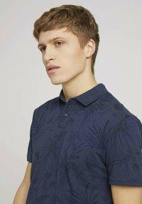 TOM TAILOR DENIM - Polo shirt - navy blue thistle print - 3