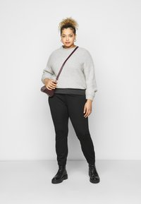Even&Odd Curvy - 5 pockets PUNTO trousers - Trousers - black - 1