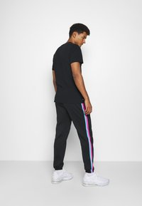 Nike Performance - NBA MIAMI HEAT CITY EDITION THERMAFLEX PANT - Tracksuit bottoms - black/laser fuchsia/blue gale - 2