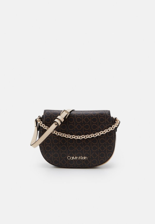 SADDLE BAG CHAIN - Borsa a mano - brown