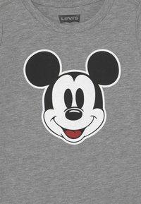 Levi's® - MICKEY MOUSE FACE - T-shirt print - dark grey heather - 2