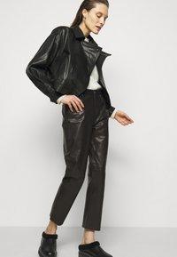 Iro - GNEISS TROUSERS - Spodnie skórzane - black - 4