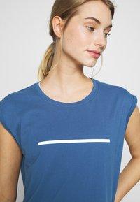 Even&Odd active - Print T-shirt - dark blue - 4