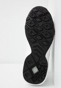 Reebok Classic - AZTREK DOUBLE MIX - Sneakers basse - white/black - 6