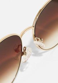 QUAY AUSTRALIA - NEW ROUND - Occhiali da sole - gold-coloured/brown fade - 4