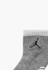 Jordan - LEGACY INFANT ANKLE 6 PACK - Sports socks - gym red - 3