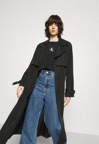 Calvin Klein Jeans - URBAN LOGO TEE - Printtipaita - black - 3