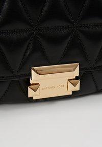 MICHAEL Michael Kors - SLOAN CHAIN - Across body bag - black - 6