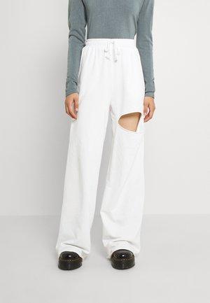 DETAIL PANTS - Trainingsbroek - white