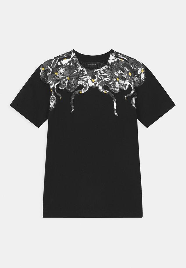 CAMOU SNAKE - Print T-shirt - black