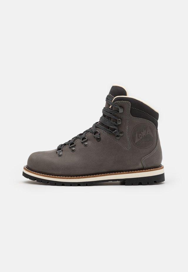 WENDELSTEIN II - Hiking shoes - grau