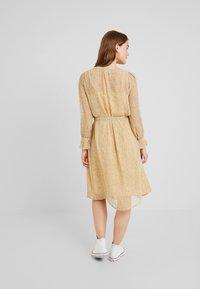 ICHI - OLGA  - Shirt dress - sahara sun - 3