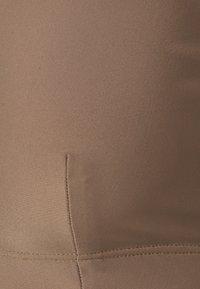 Filippa K - SHINY BRA  - Horní díl bikin - nougat brown - 2