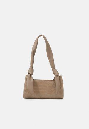 PCBELLIA SHOULDER BAG - Handbag - silver mink/gold-coloured