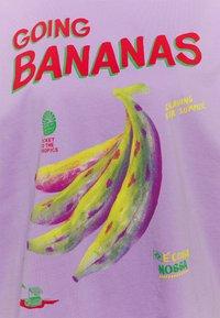 Farm Rio - GOING BANANAS GRAPHIC - Print T-shirt - lilac - 2