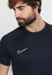 Nike Performance - DRY ACADEMY - Print T-shirt - obsidian/white - 4