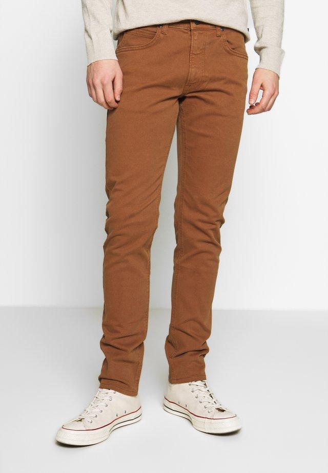 LUKE - Jeans slim fit - toffee