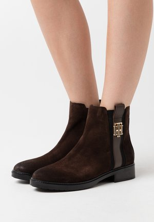 INTERLOCK BOOT - Classic ankle boots - cocoa