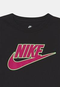Nike Sportswear - GLOW IN THE DARK FUTURA - Triko spotiskem - black - 2