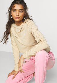 adidas Originals - CROP - Long sleeved top - hazbei - 3