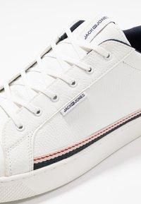 Jack & Jones - JFWTRENT SPECIAL - Sneakersy niskie - white - 5